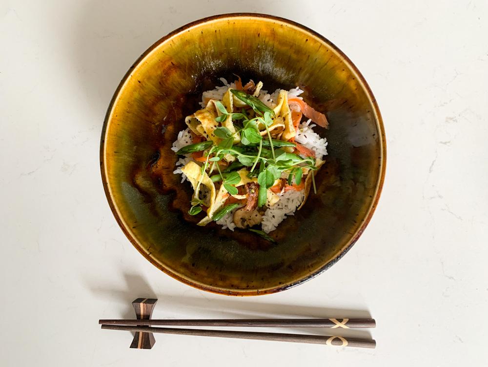 A bowl of chirashizushi